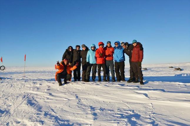10名の隕石探査隊のメンバー